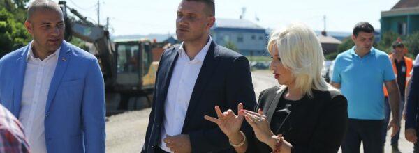Зорана Михајловић обишла радове на регионалном путу С. Паланка – В. Плана и реконструисани локални пут у Церовцу